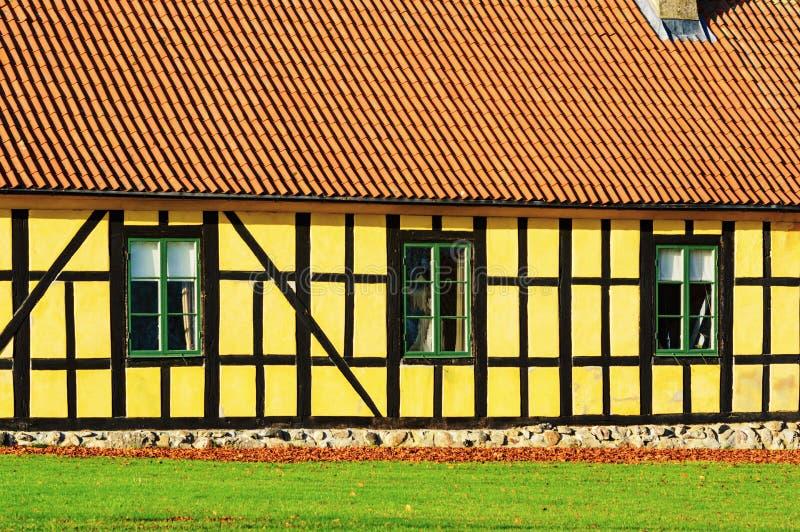 Download 黄色农舍 库存照片. 图片 包括有 土气, 五颜六色, 房子, 瓦片, 橙色, 详细资料, 门面, 闭合 - 62539652