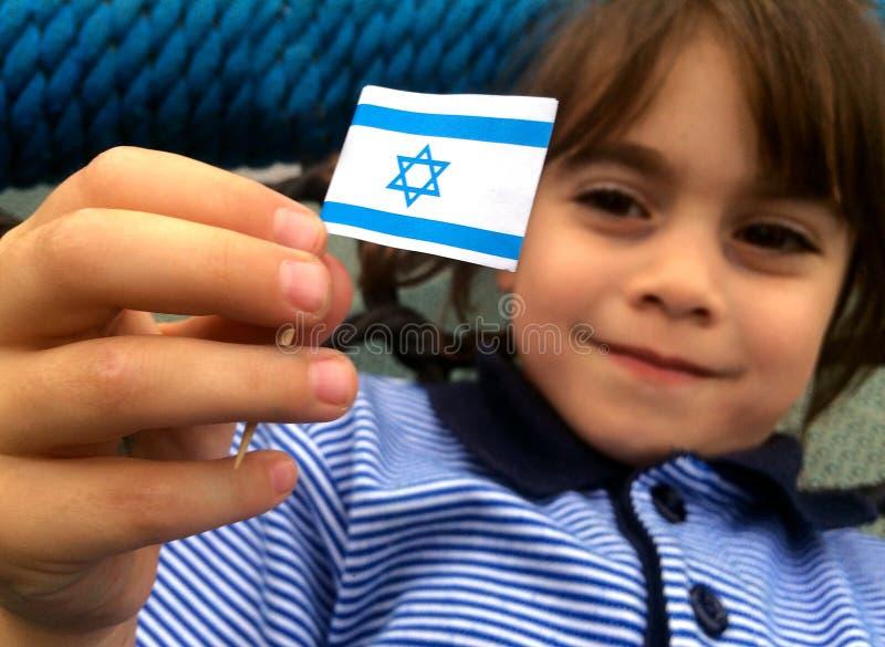 以色列孩子拿着以色列旗子 库存图片