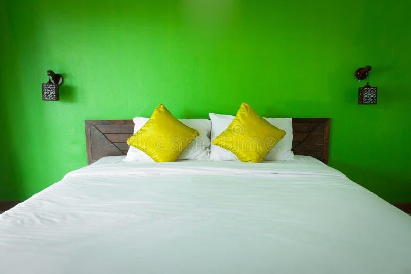 绿色卧室 免版税库存图片