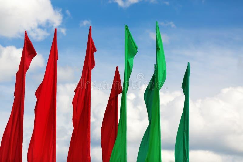 绿色和红旗 免版税库存图片