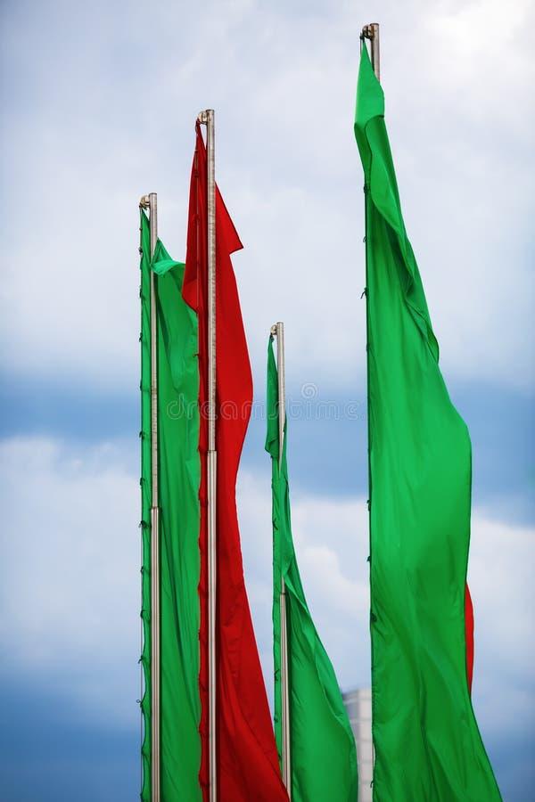 绿色和红旗 免版税库存照片