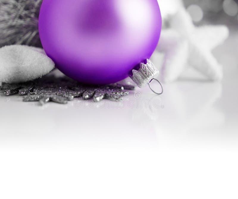 紫色和银色xmas装饰 库存照片