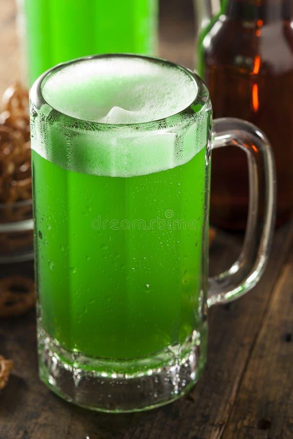 绿色啤酒为圣帕特里克的天 免版税库存图片