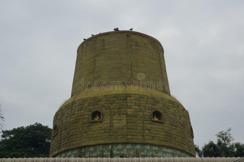 绿色圈子形状屋顶看起来塔,室外 库存照片