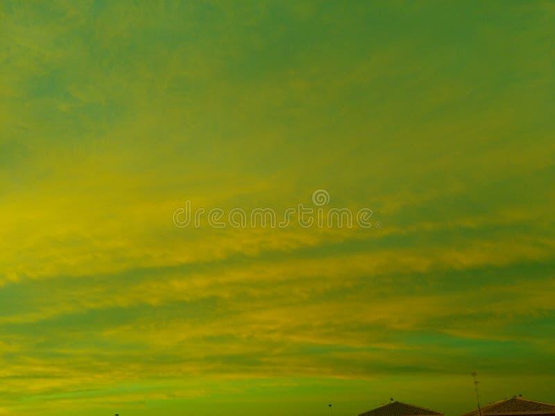 绿色太阳上升 库存照片