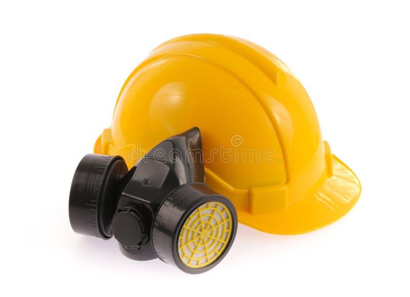 黄色安全帽和化工防毒面具 免版税库存图片