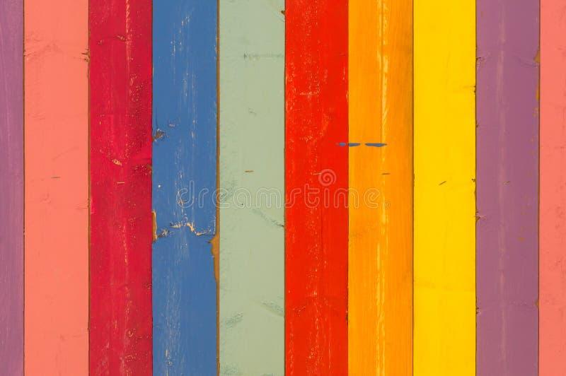 色彩各异的彩色木质背景 免版税库存图片