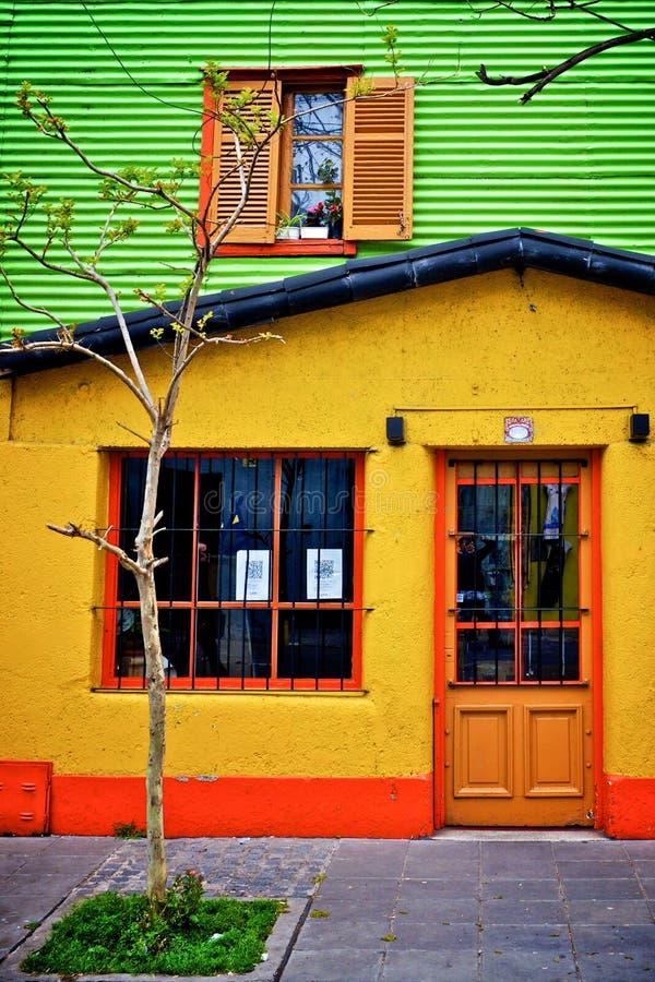 黄色房子在布宜诺斯艾利斯 库存照片