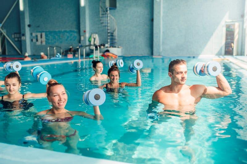 水色有氧运动,健康生活方式,水上运动 免版税库存图片