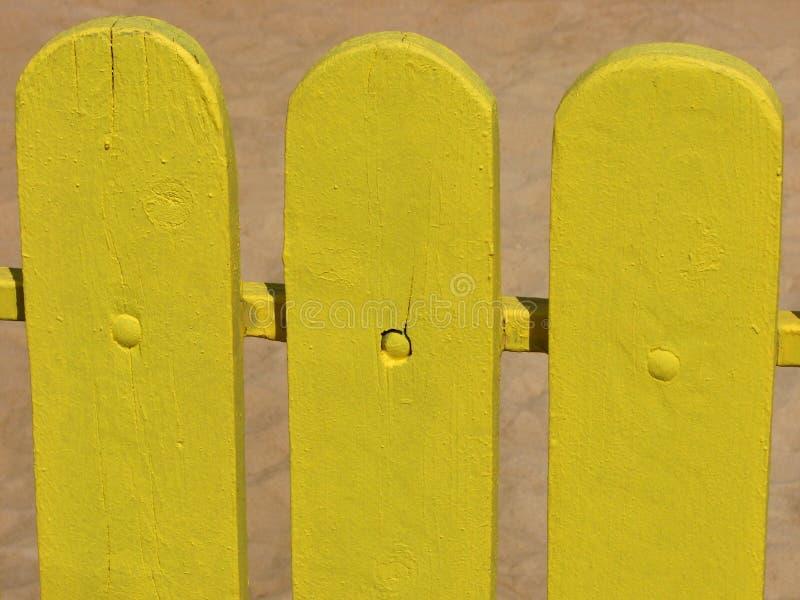 黄色木篱芭 库存照片