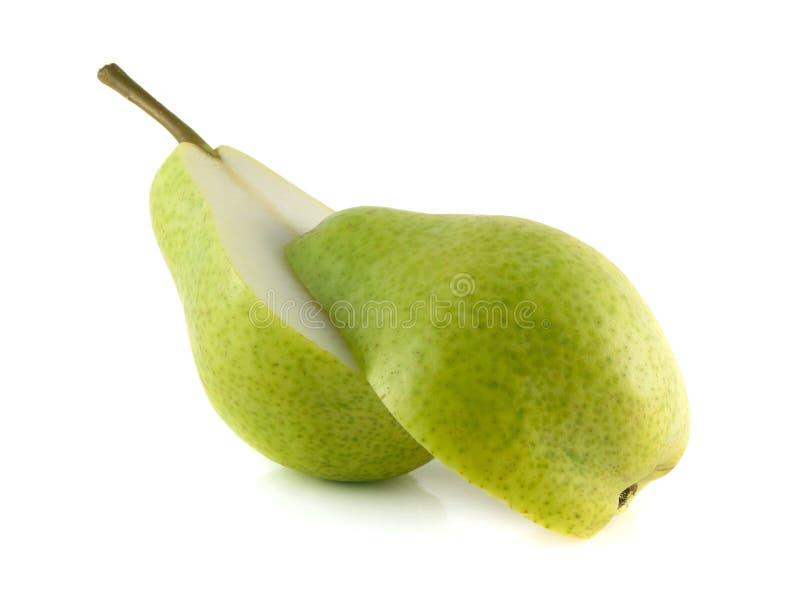 绿色梨两halfs在白色背景的 库存图片