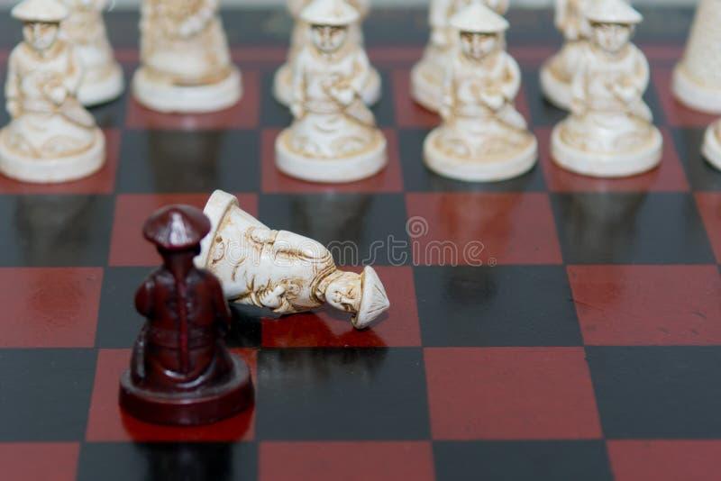 黑色棋颜色查出的典当白色 图库摄影