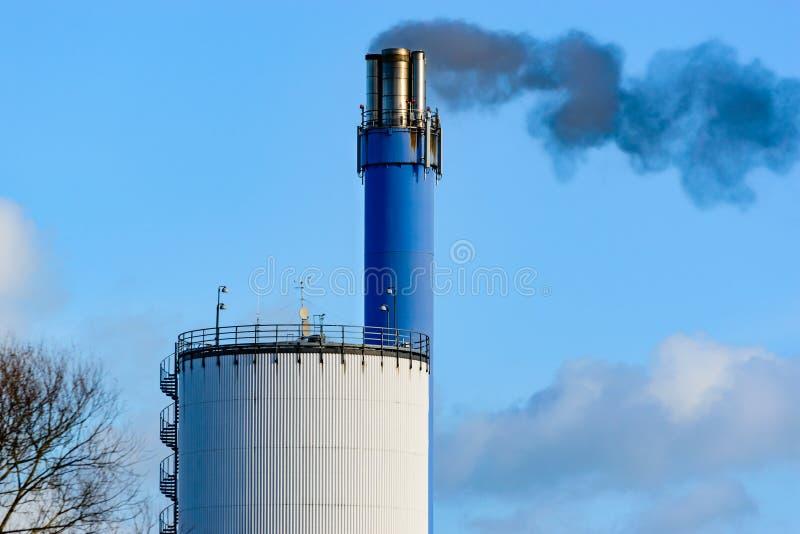 Download 黑色烟 库存照片. 图片 包括有 气候, 污染, 筒仓, 航空, 投反对票, 天空, 台阶, 微粒, 污秽 - 62539796