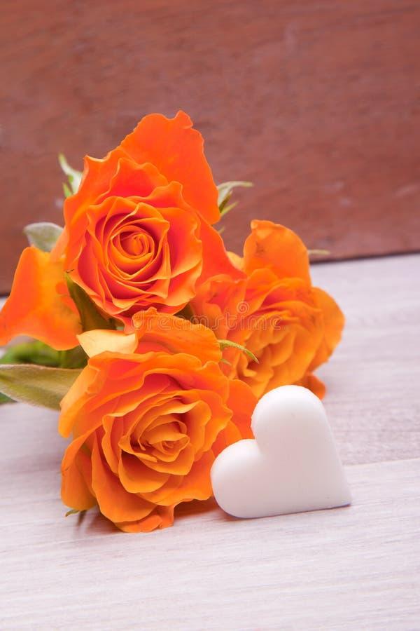 Download 黄色玫瑰花束 库存照片. 图片 包括有 本质, 婚姻, 装饰, beautifuler, 订婚, 赠券, 符号 - 30327284