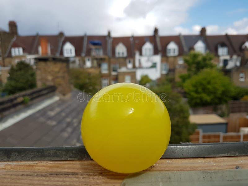 黄色球 免版税图库摄影