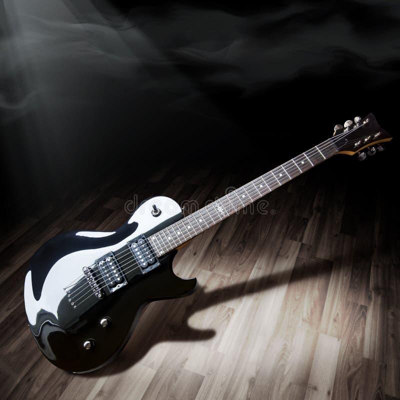 黑色电吉他 免版税图库摄影