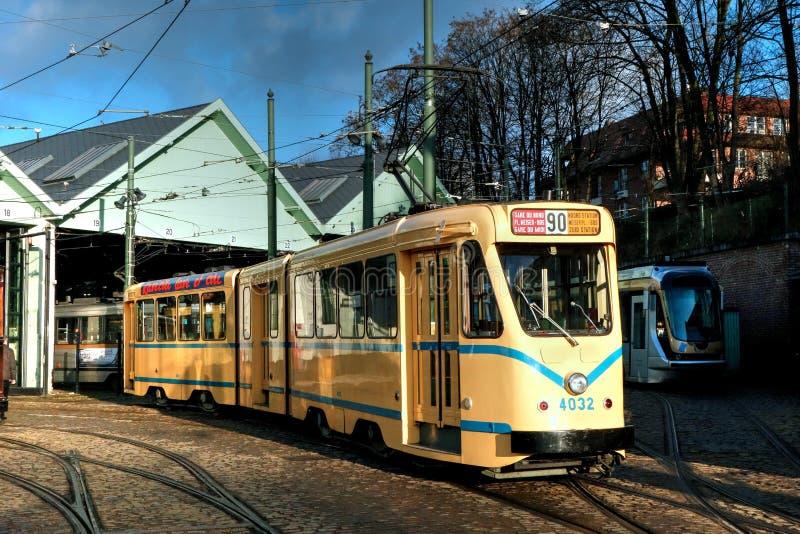 黄色电车在布鲁塞尔 图库摄影