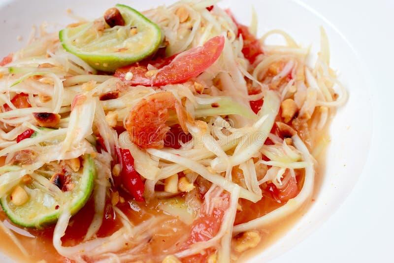 绿色番木瓜沙拉& x28; 索马里兰胃Thai& x29;在桌上 泰国烹调辣可口 库存照片