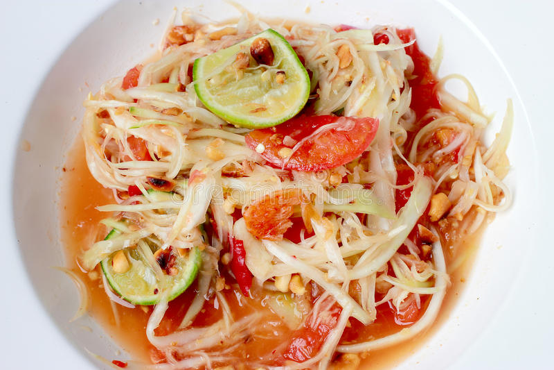 绿色番木瓜沙拉& x28; 索马里兰胃Thai& x29;在桌上 泰国烹调辣可口 免版税库存图片