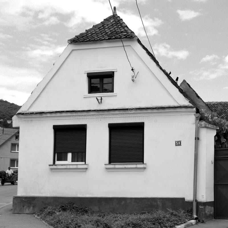 黑色白色 典型的房子在村庄科德莱亚,特兰西瓦尼亚,罗马尼亚 免版税库存照片