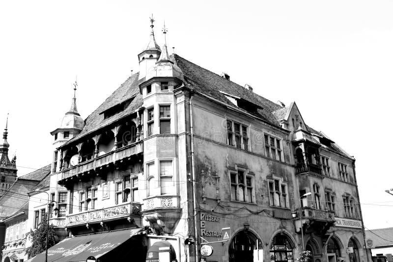 黑色白色 典型的风景在城市Sighisoara,特兰西瓦尼亚 免版税库存照片