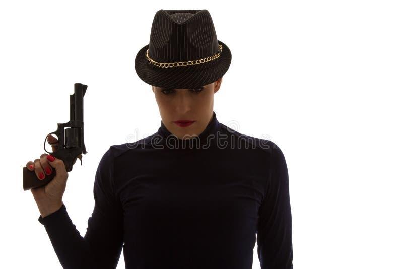 黑色的危险妇女与大手枪 免版税库存照片