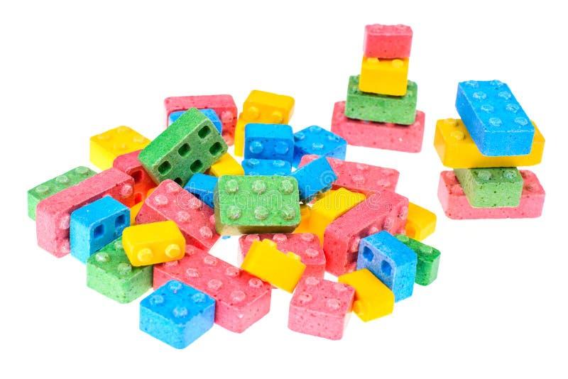 色的嚼的甜点以儿童` s设计师的形式 免版税库存照片