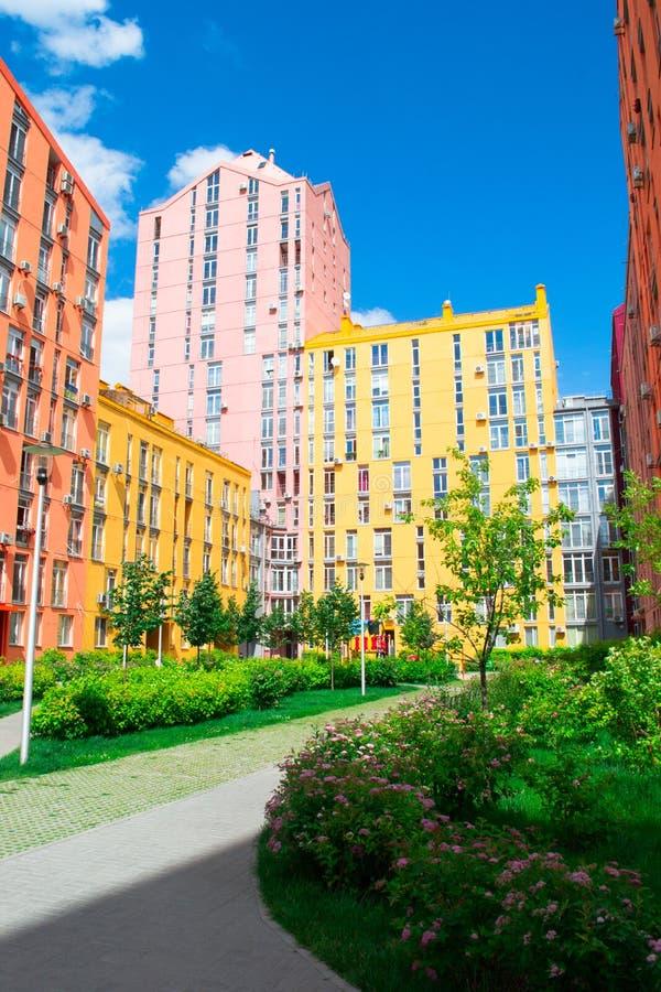 Download 色的城市街道全景鸟瞰图 库存图片. 图片 包括有 背包, 生活, 放松, 油漆, 可怕的, 房子, 调色板 - 72366021