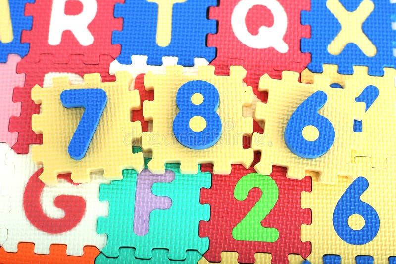 色的字母表信件和数字的图片 库存照片