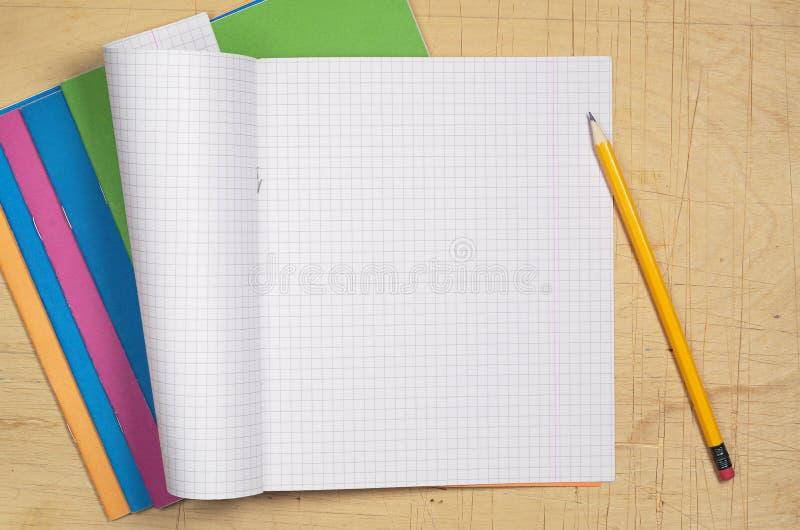 色的学校笔记本 免版税图库摄影