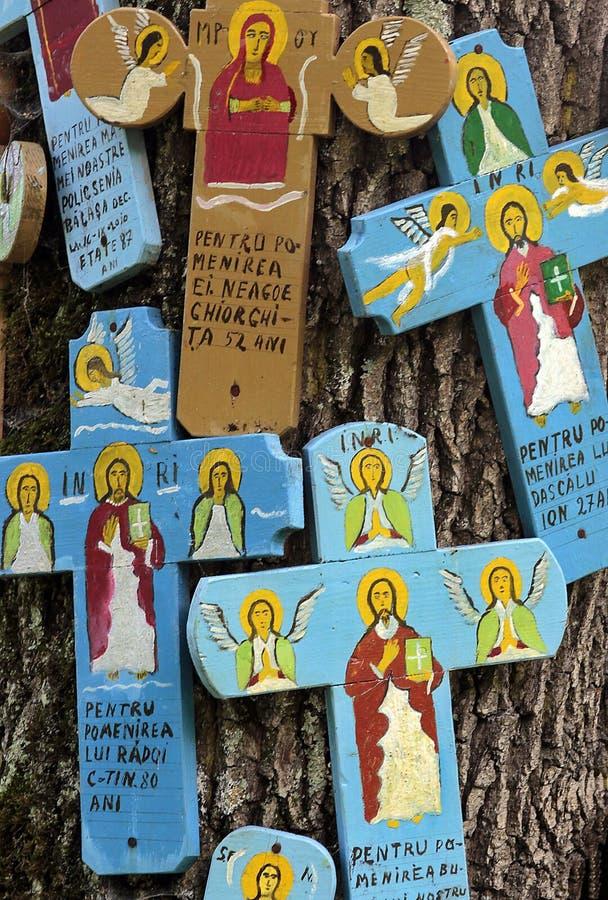 色的木十字架 免版税库存图片