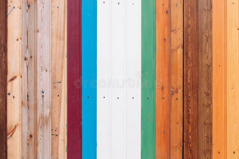 色的木板有螺丝纹理背景 库存图片