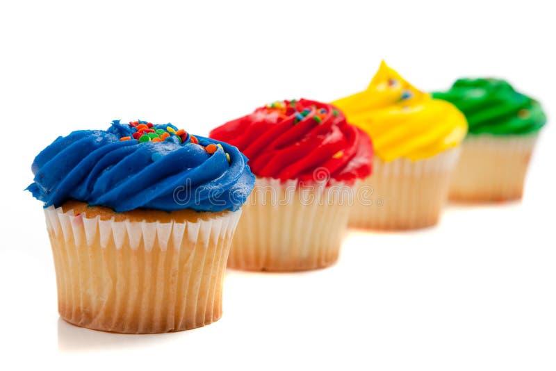 色的杯形蛋糕彩虹 免版税库存图片