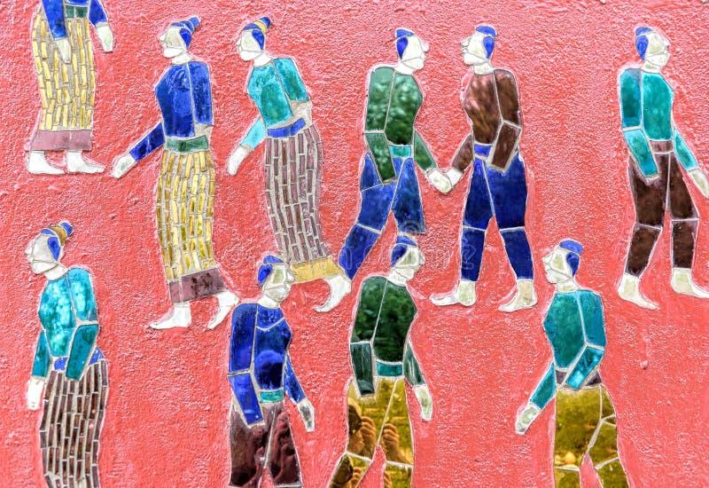 色的玻璃马赛克佛教复合体在琅勃拉邦 库存照片