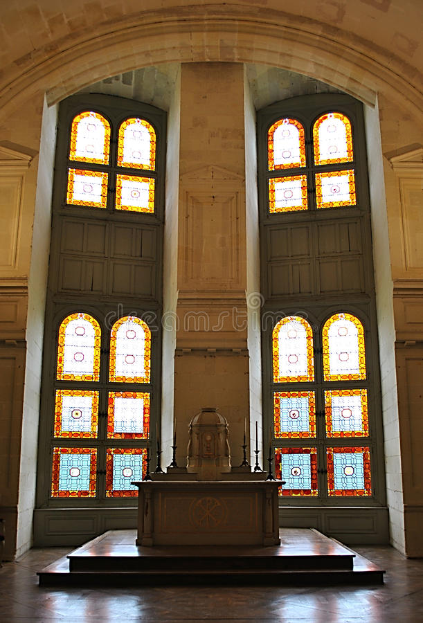 色的窗口在教会里 免版税图库摄影