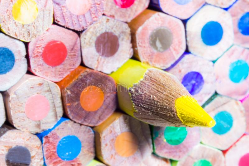 色的笔后面超级宏观射击  免版税库存照片