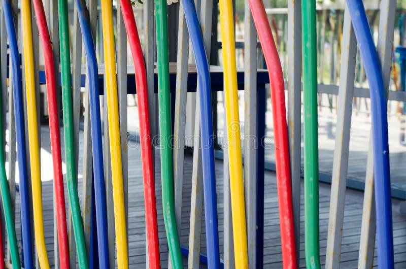 色的管子抽象背景  这是五颜六色的篱芭 免版税图库摄影