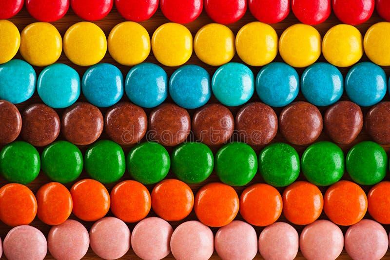 色的糖果巧克力在周围 库存照片