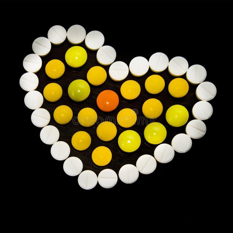 色的药片的心脏 免版税图库摄影