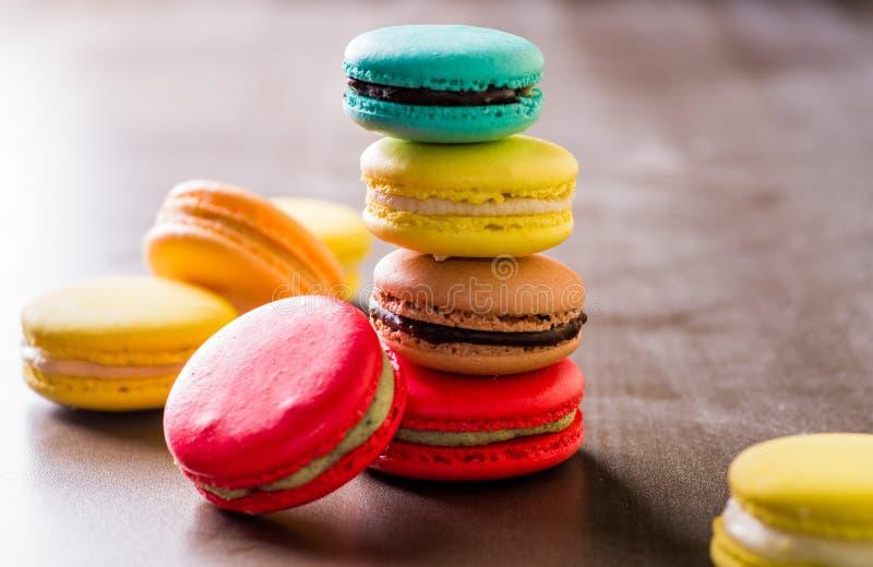 色的蛋白杏仁饼干 免版税图库摄影