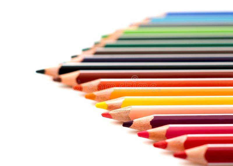 色的被削尖的铅笔紧密隔绝在白色背景 学校图画集合 多色铅笔收藏 有选择性的focu 免版税库存照片