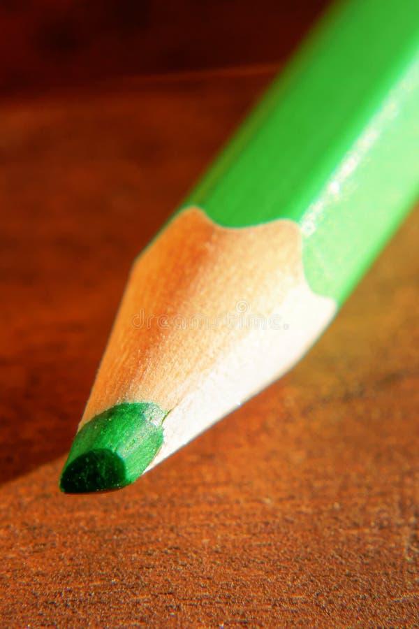 色的铅笔被削尖的技巧特写镜头 库存照片