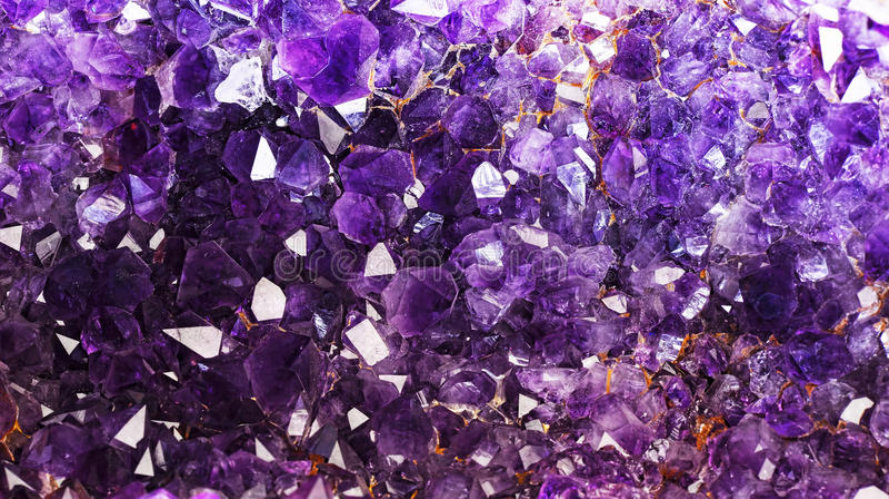 紫色的水晶 免版税库存照片