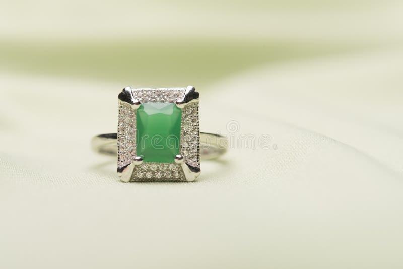 绿色石圆环 免版税库存照片