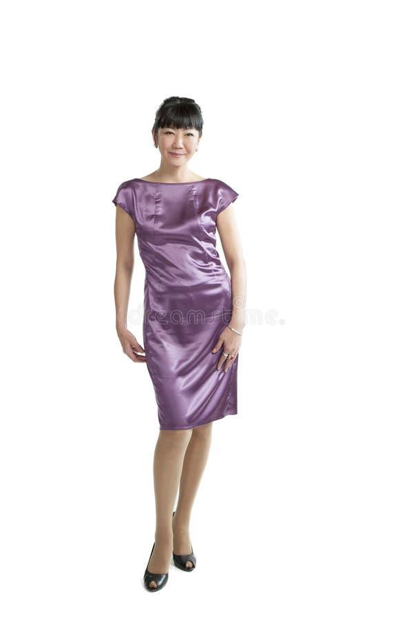 紫色礼服的亚裔妇女 免版税图库摄影