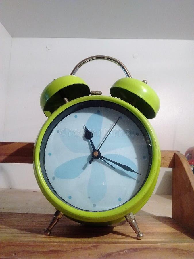 绿色简单的时钟 库存图片