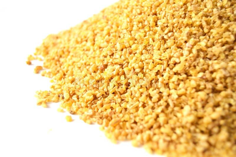 黄色米和被充塞的食物的土耳其碾碎干小麦图片 库存图片