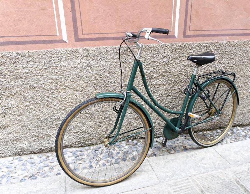 绿色自行车 免版税库存图片