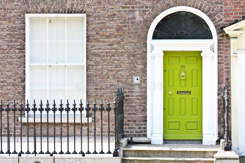 绿色英王乔治一世至三世时期门,都伯林,爱尔兰 免版税库存照片