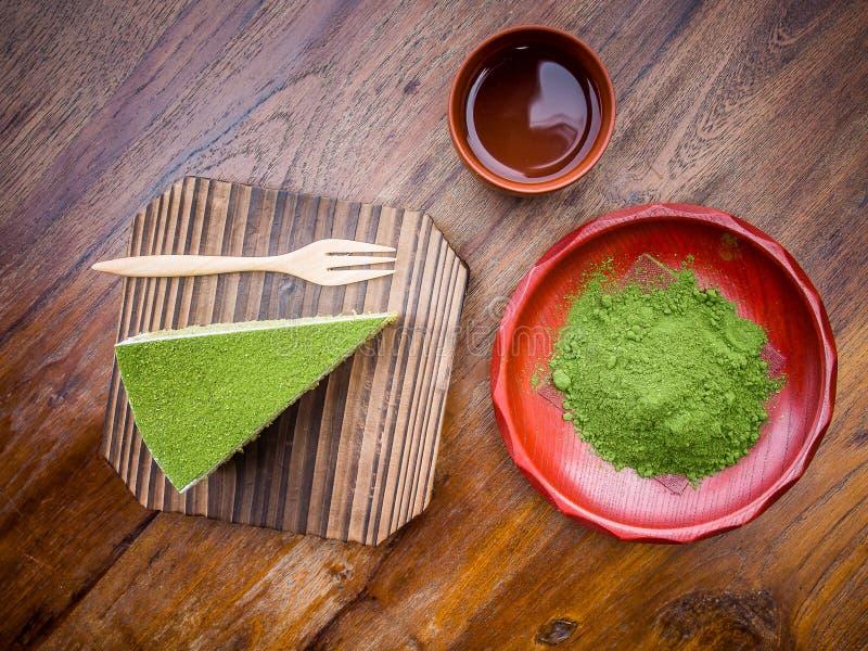 绿色茶和蛋糕 免版税库存图片